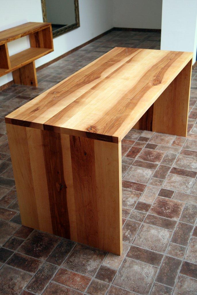 Tisch design holz tv pc schreibtisch massiv computer auf for Design massivholztisch