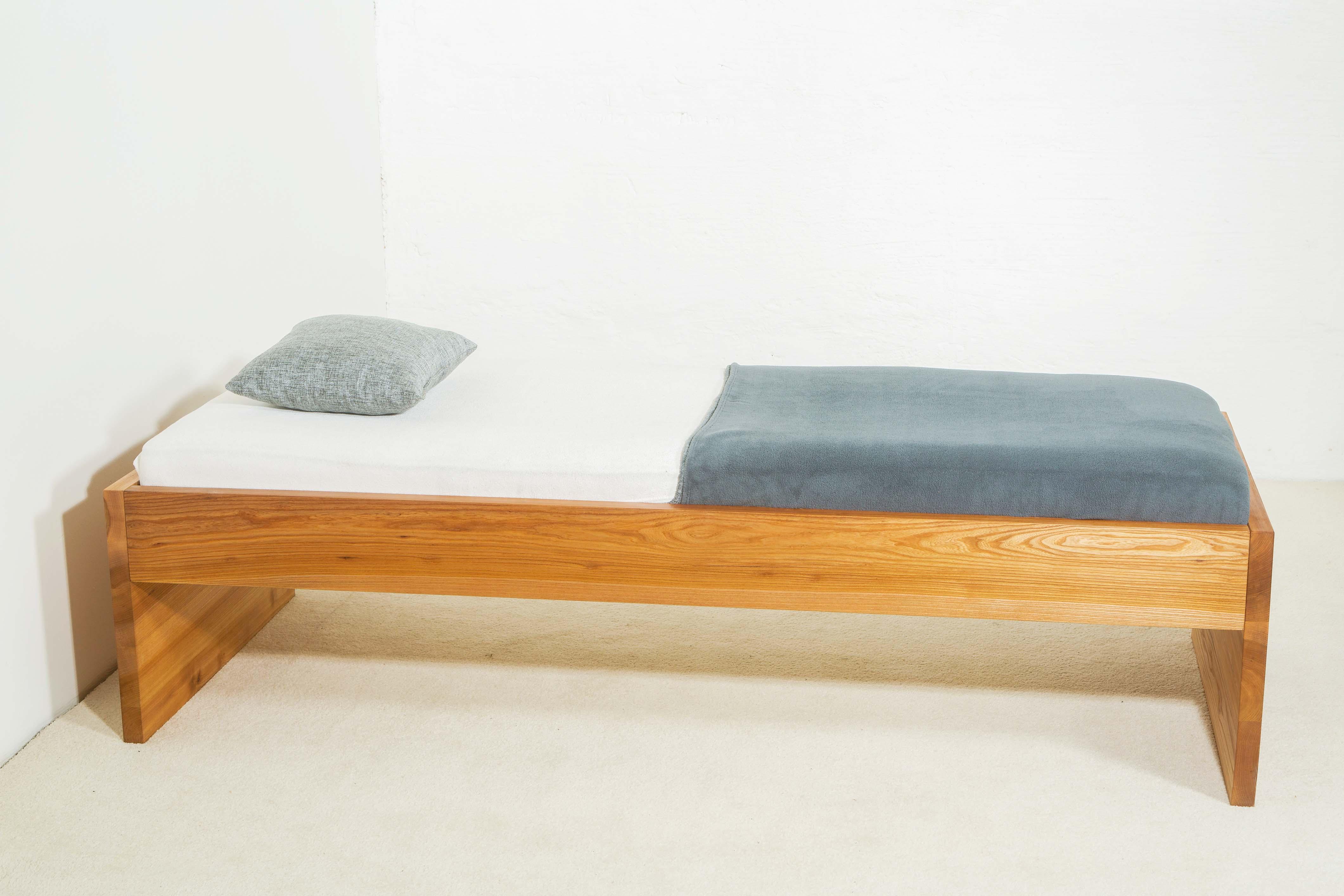 einzelbett mit ausziehbett excellent einzelbett mit ausziehbett with einzelbett mit ausziehbett. Black Bedroom Furniture Sets. Home Design Ideas